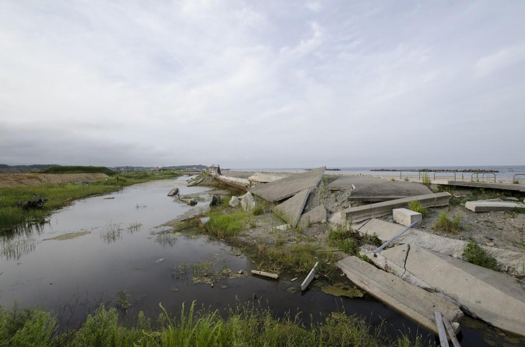 新地駅・釣師浜海水浴場付近。
